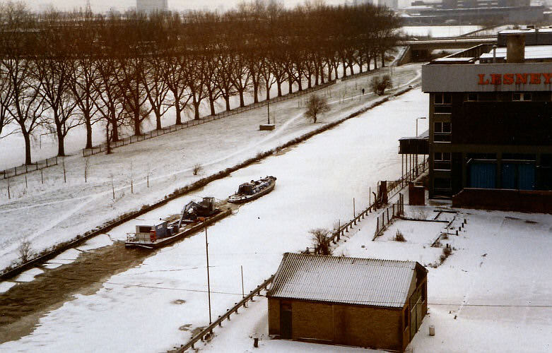 GBW workboats hitting the ice, Lee Navigation at Homerton January 87